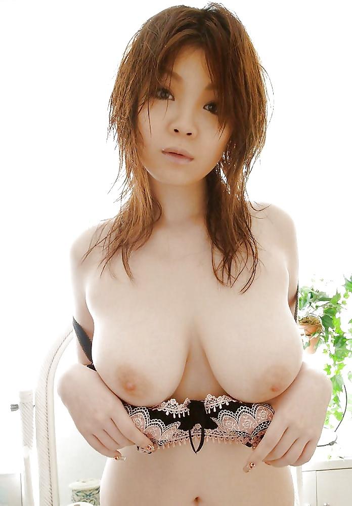 Geile asiatische Lusche halten ihre Muschi behaart.