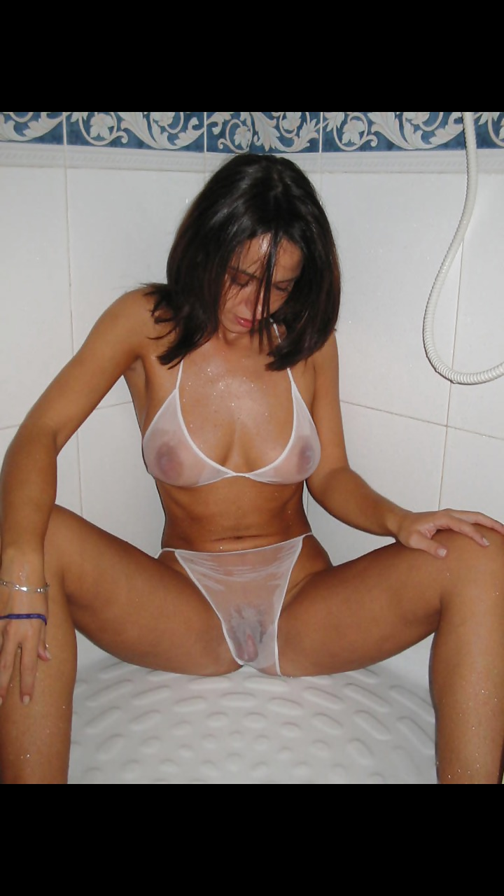 Die Titten und Muschi der jungen Mädchen können durch Kleidung sehen.