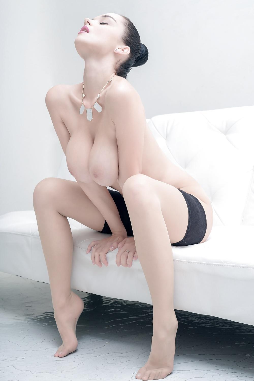 Wunderschönen Titten in Nacktbildern kostenlos