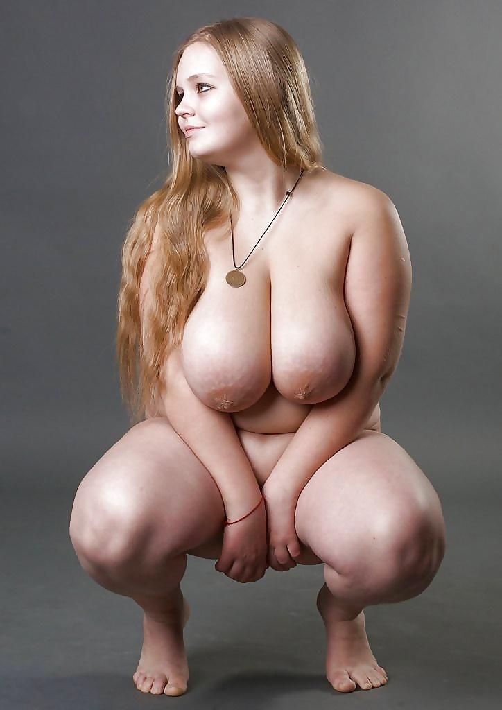 Ausgehungerte beleibte Mädchen haben dicke Titten und weiche Möse