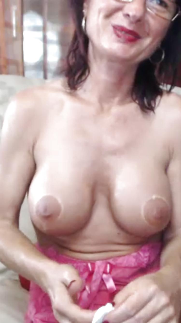 Frauen feuchte nackte Nackte Mädchen