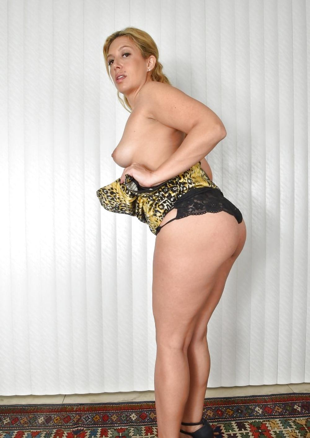 Nackt frauen ab50 Hausfrauen Ab