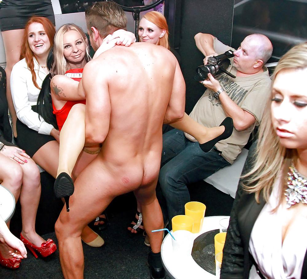 Party nackt auf der Abgefüllte Weiber