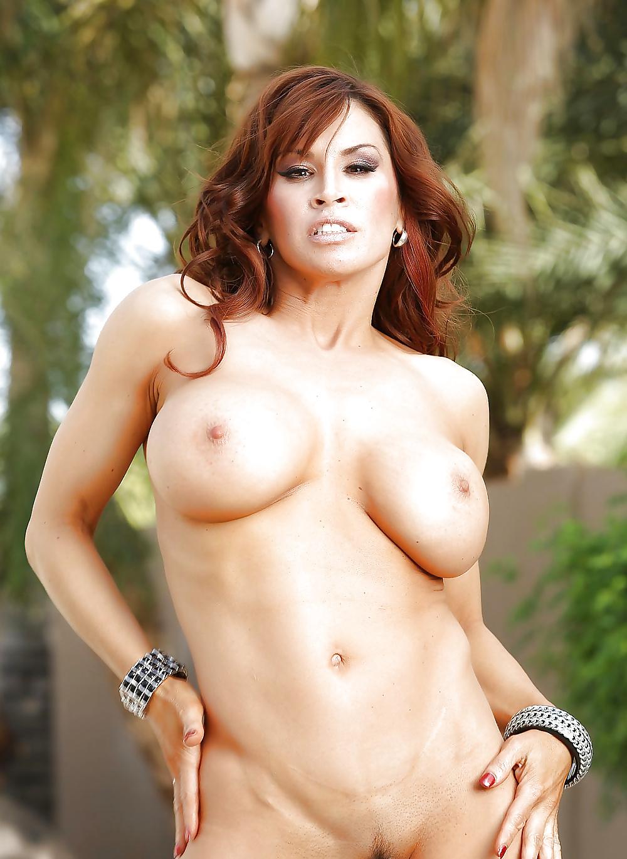 Brüsten in Acktbildern kostenlos